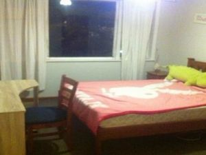 Flatmates Auckland: 3bedroom house. 1 Bedroom available