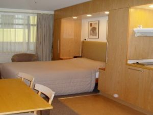 : Fully Furnished 1 bedroom apartment with 1 bathroom.