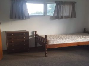 : Large sunny double bedroom in Sunnynook, North Shore