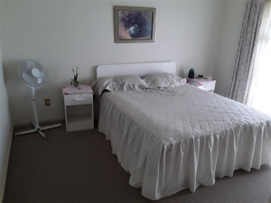 : 2 Bedroom furnished flat in Onemana.