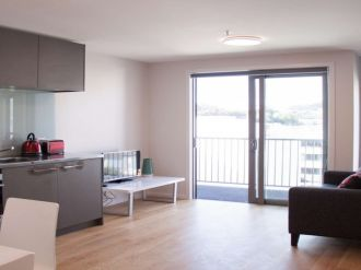 : $180 Per week Modern1 bedroom apartment with 1 bathroom.