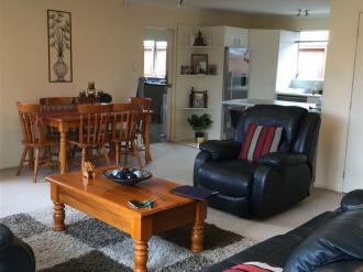 Kelston Rental Properties Kelston, West Auckland: Beauti In Kelston- Rear property- No Letting Fee